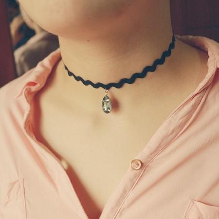 Halskette sexy mit stein