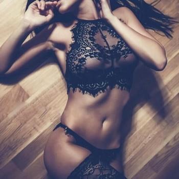 Lingerie sexy dos nus en dentelle