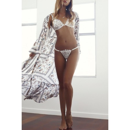 Lingerie glamour di pizzo bianco